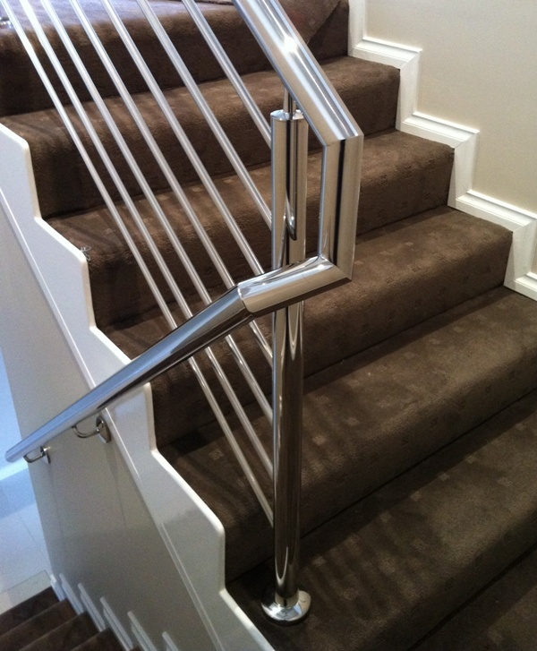 Handrail on to Balustrade